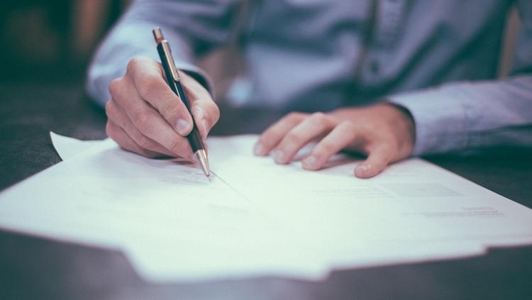 signature d'un contrat de courtage